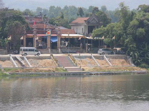 Thừa Thiên- Huế: Xót xa bé trai 5 tuổi mồ côi mẹ bị rơi xuống sông Hương tử vong