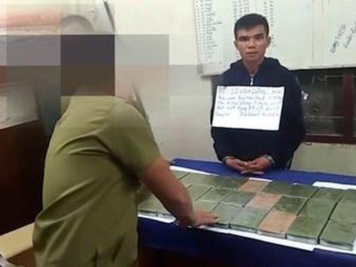 Biên phòng Thanh Hóa và An ninh Hủa Phăn bắt 2 đối tượng vận chuyển 32 bánh heroin