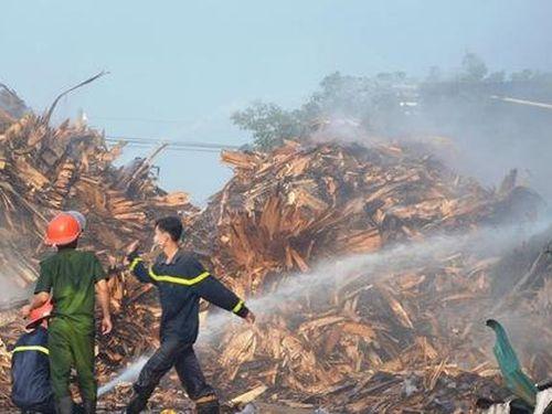 Nghệ An: Cháy lớn ở nhà xưởng trong khu công nghiệp