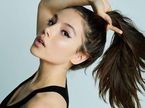 Hoa hậu Nhật Bản và các hot girl 2K có phong cách gợi cảm