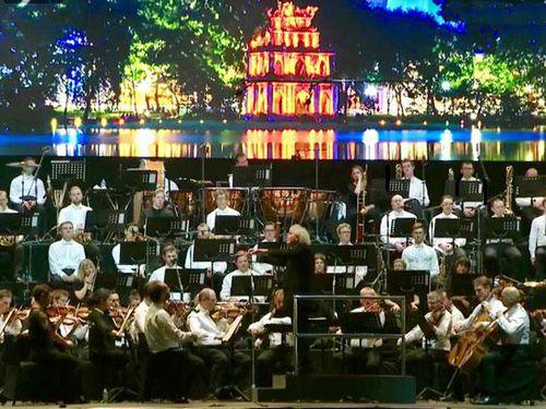 Thăng hoa cùng nhạc giao hưởng giữa trời thu Hà Nội