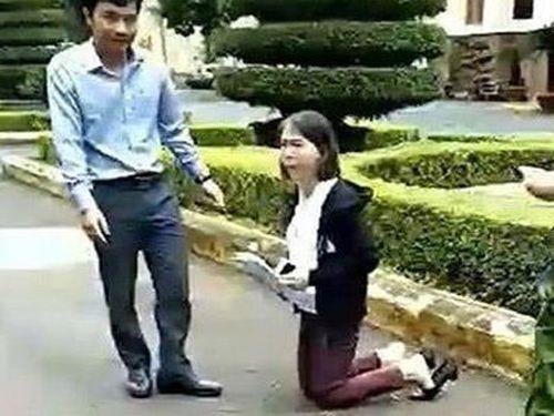 Kết luận vụ giáo viên bị điều chuyển, quỳ gối trước trụ sở UBND tỉnh