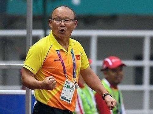 HLV Park Hang-seo khen hàng công Malaysia