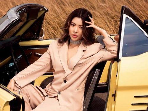Diễn viên Trang Lê khoe vẻ ngọt ngào bên xe cổ