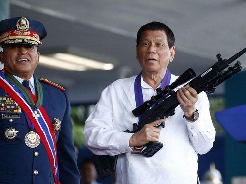 'Cảnh sát ninja' và cuộc chiến chống ma túy bê bối của TT Duterte