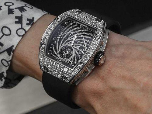Chiếc đồng hồ trị giá hơn 19 tỷ bị giật ngay tại Paris