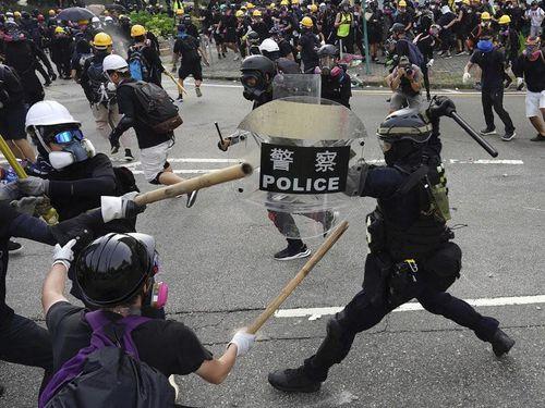 Duyệt ứng dụng theo dõi cảnh sát ở Hong Kong, Apple chọc giận Bắc Kinh