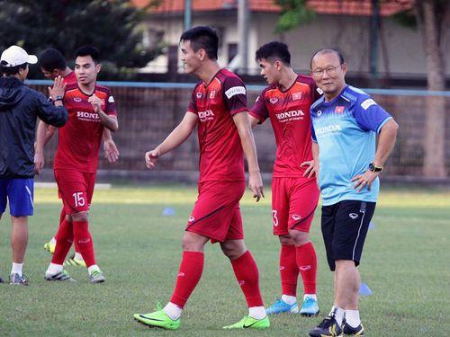 Trải nghiệm tắc đường, thầy trò Park Hang-seo vẫn hứng khởi tập buổi đầu tại Indonesia