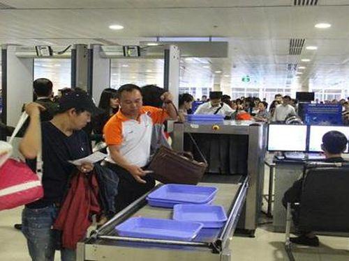 Nam hành khách Trung Quốc trộm 4.500 USD trên máy bay