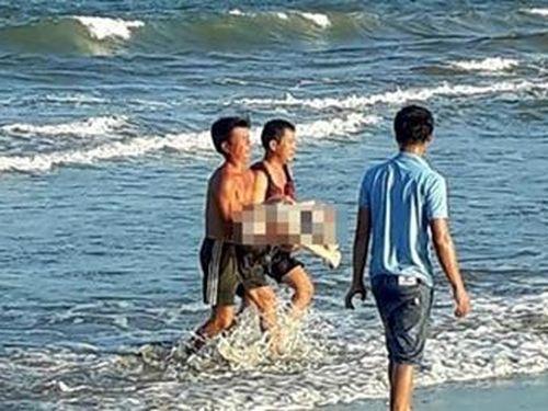 Đi tắm biển cùng bạn, cô gái trẻ đuối nước tử vong