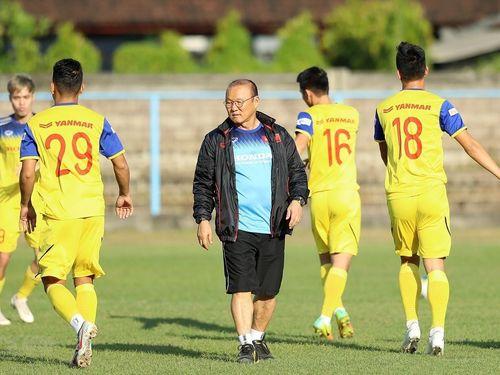 Hình ảnh đội tuyển Việt Nam trong buổi tập tại sân Kuta