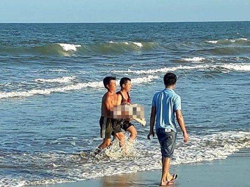 Cô gái 21 tuổi thiệt mạng khi tắm biển cùng nhóm bạn ở Quảng Trị