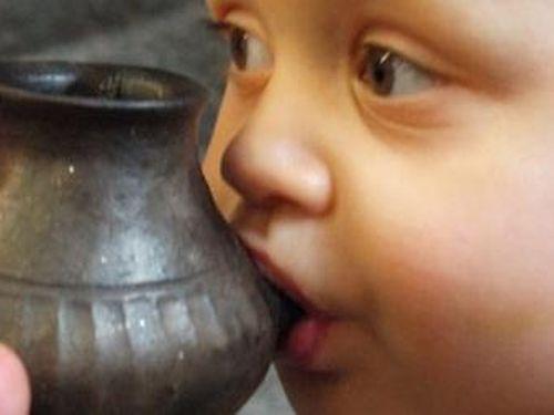 Bình sữa cho trẻ đã có cách đây 3.000 năm