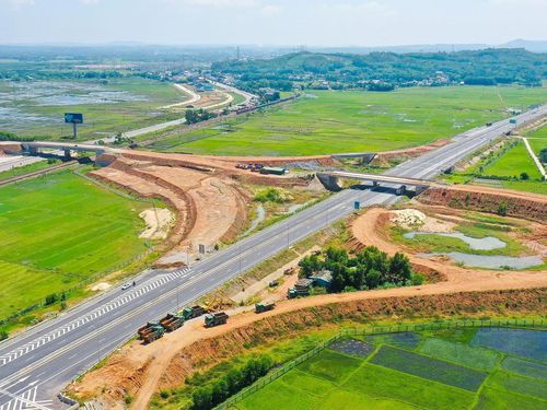 VEC nợ nhà thầu thi công cao tốc Đà Nẵng - Quảng Ngãi hơn 712 tỷ
