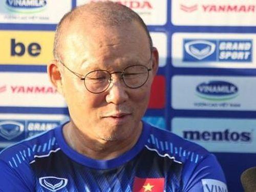 Thầy Park bênh Bùi Tiến Dũng, phản pháo phát biểu của HLV Akira Nishino