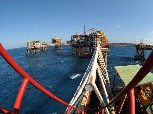 Những huyền thoại và mốc son trong tìm kiếm, thăm dò, khai thác dầu khí (Tiếp theo và hết)