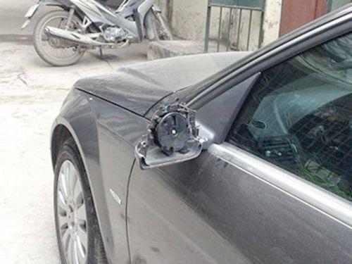 Mới bị bẻ trộm gương, lái xe ra đường có bị xử lý?
