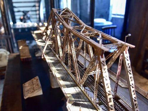 Ngắm mô hình cầu Long Biên thu nhỏ thật đến 99%