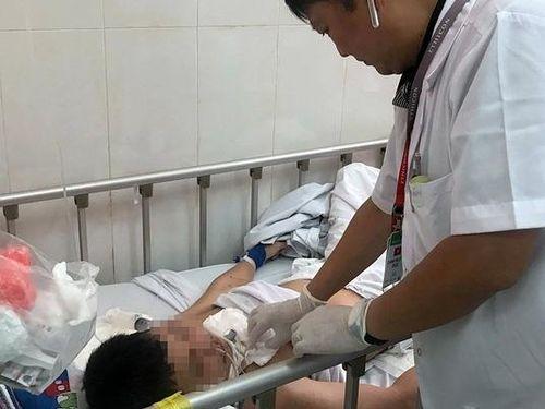Điều dưỡng đang mang thai bị bệnh nhân giật tóc, lên gối hành hung