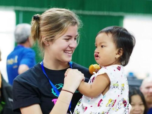 Đêm dạ tiệc của Operation Smile tại Việt Nam quyên góp được 400 nụ cười