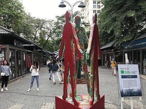 Thông điệp từ những tác phẩm nghệ thuật sắp đặt bằng rác thải nhựa