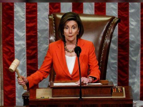 Chủ tịch Hạ viện Nancy Pelosi nói rằng Tổng thống Trump 'thừa nhận' đã hối lộ