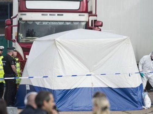 Vụ 39 thi thể trong xe container ở Anh: Cáo buộc thêm một đối tượng tội buôn người