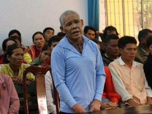 Cha già cầm dao cắt cổ con trai ở Đắk Lắk bị tuyên án 8 năm tù