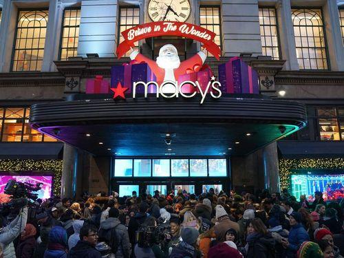Khách hàng Mỹ và quốc tế lũ lượt tới các cửa hàng ngày Black Friday