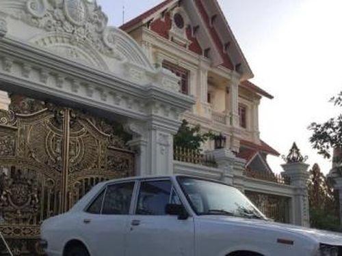 Chiếc xe 'cổ lỗ sỹ' Toyota Corolla 50 năm tuổi đang được rao bán giá 65 triệu đồng có gì hay?