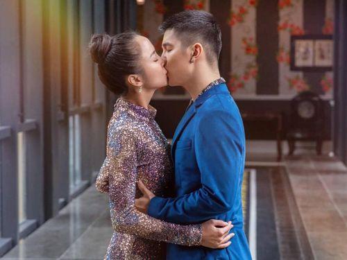 Khán giả xôn xao trước loạt ảnh hôn nhau thắm thiết của Cường Seven và Vũ Ngọc Anh