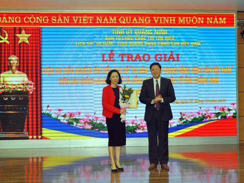 Trao giải đợt 2 Cuộc thi trắc nghiệm tìm hiểu lịch sử '90 năm - Vinh quang Đảng Cộng sản Việt Nam'