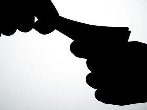 Chấp hành viên chiếm đoạt tiền của người được thi hành
