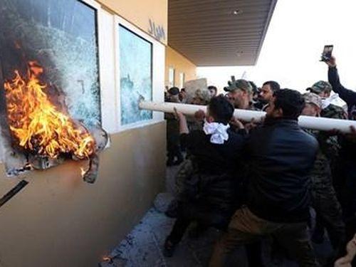 Dội bão lửa vào dân quân thân Iran, sứ quán Mỹ bị người biểu tình Iraq đốt trụi