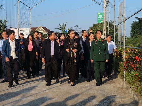 Phó Chủ tịch Thường trực Quốc hội Tòng Thị Phóng trao quà 'Tết yêu thương' ở Hà Tĩnh