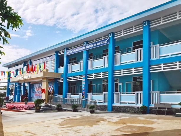Niềm hân hoan trong ngôi trường mới vùng rốn lũ