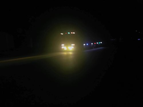 Bó tay với nạn sử dụng đèn pha vô tội vạ, nhiều hãng xe đưa giải pháp mới