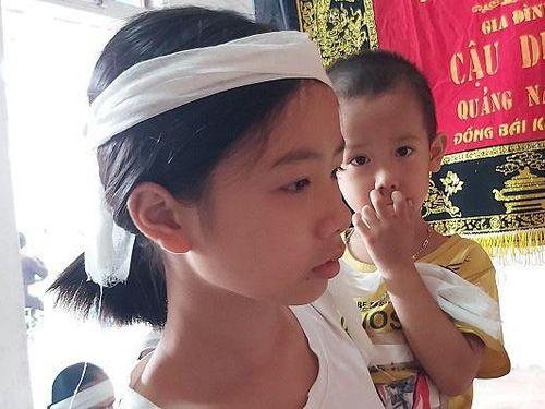 Trao quà tết cho 2 cháu nhỏ ở Thanh Hóa mất bố mẹ vì tai nạn giao thông