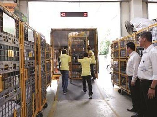 Khẩn trương đảm bảo chuyển phát hàng hóa trước Tết Nguyên đán
