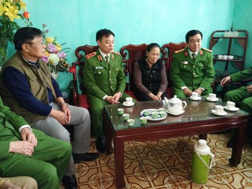 Bộ tư lệnh Cảnh sát cơ động trao gần 4 tỉ đồng tới thân nhân 3 liệt sĩ hy sinh tại xã Đồng Tâm