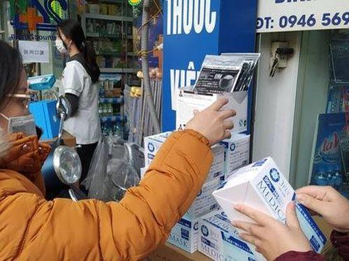 Phòng virus nCoV, dân xếp hàng mua khẩu trang với giá tăng 'không tưởng tượng nổi'