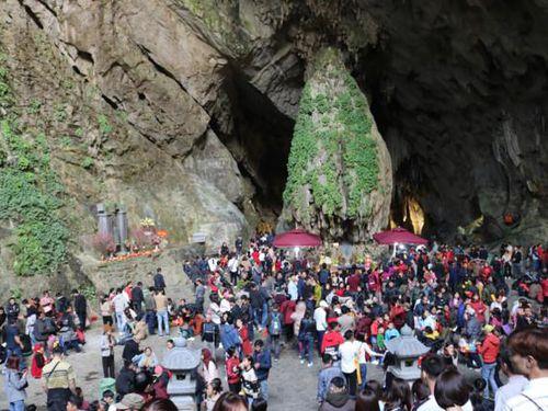 Trung ương Giáo hội PGVN yêu cầu dừng lễ hội ở các Chùa để phòng chống dịch corona