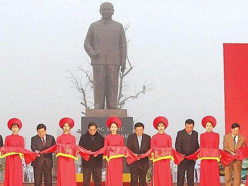 Nam Định: Khánh thành Tượng đài Tổng Bí thư Trường Chinh