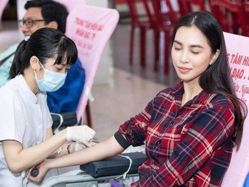 Đi hiến máu tình nguyện, hoa hậu Tiểu Vy lộ nỗi sợ kim tiêm