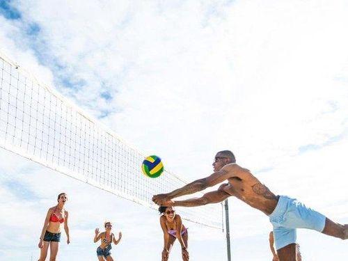Bình Thuận: Du khách Nga đột tử khi đang chơi bóng chuyền trên bãi biển