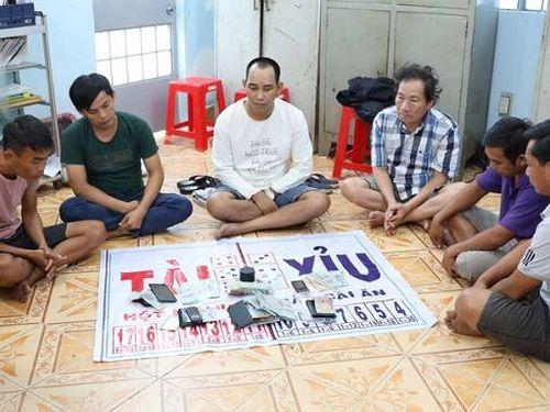 Bắt quả tang nhóm người đánh bạc trong đám tang ở Tây Ninh