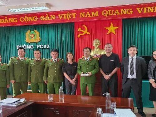 Cảnh sát Anh tới Việt Nam gặp thân nhân để điều tra vụ 39 người chết trong container