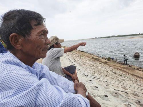 Cửa biển bị bịt kín, đời sống người dân ảnh hưởng nghiêm trọng