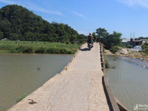 Thót tim khi đi qua những cây cầu 'tử thần' ở Nghệ An