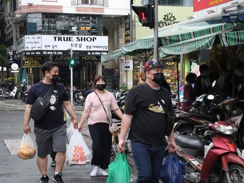 Người Hàn Quốc đổ xô đi gia hạn visa tại Đà Nẵng